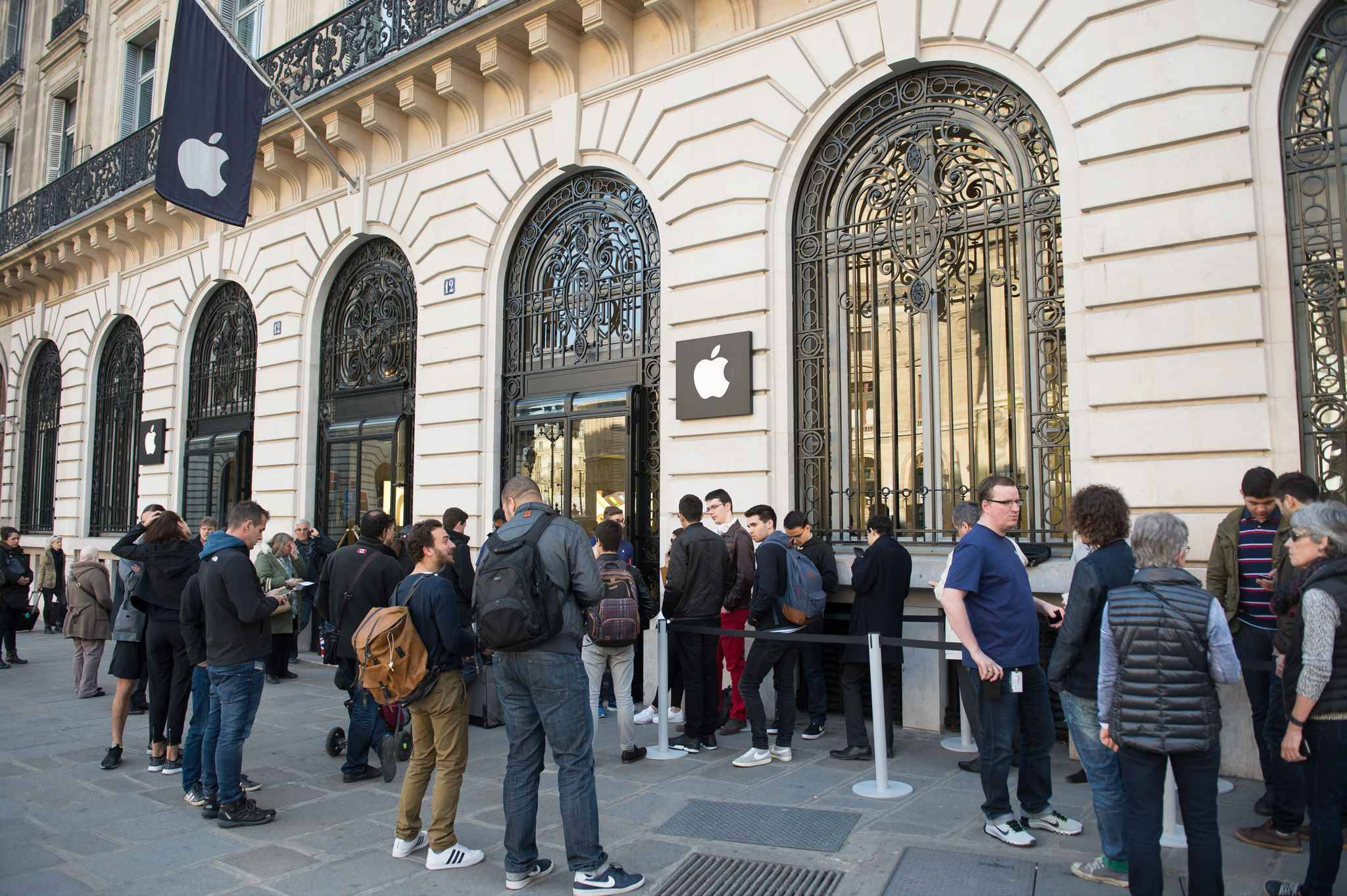 paris le projet d un apple store sur les champs elys es confirm. Black Bedroom Furniture Sets. Home Design Ideas