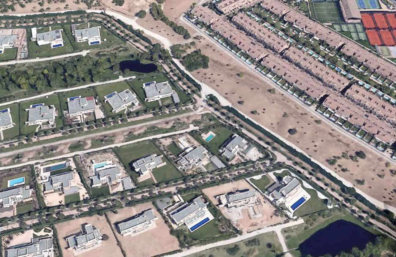 Real psg bienvenue la finca le quartier privatis des - Casas en la finca madrid ...