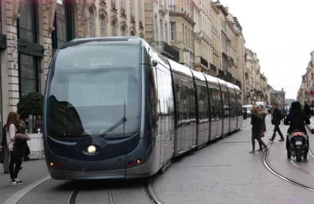 bordeaux le trafic des trams renforc avant les f tes de fin d 39 ann e. Black Bedroom Furniture Sets. Home Design Ideas