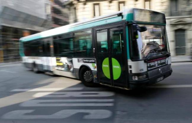 Un bus dans le centre de Paris, le 14 mars 2014