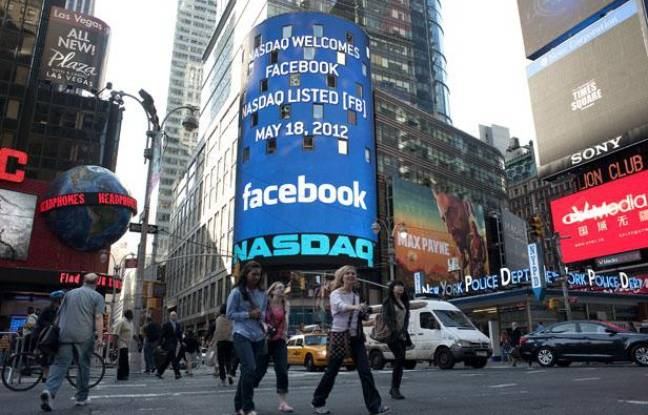 Facebook entre en bourse, New-York, le 18 mai 2012.