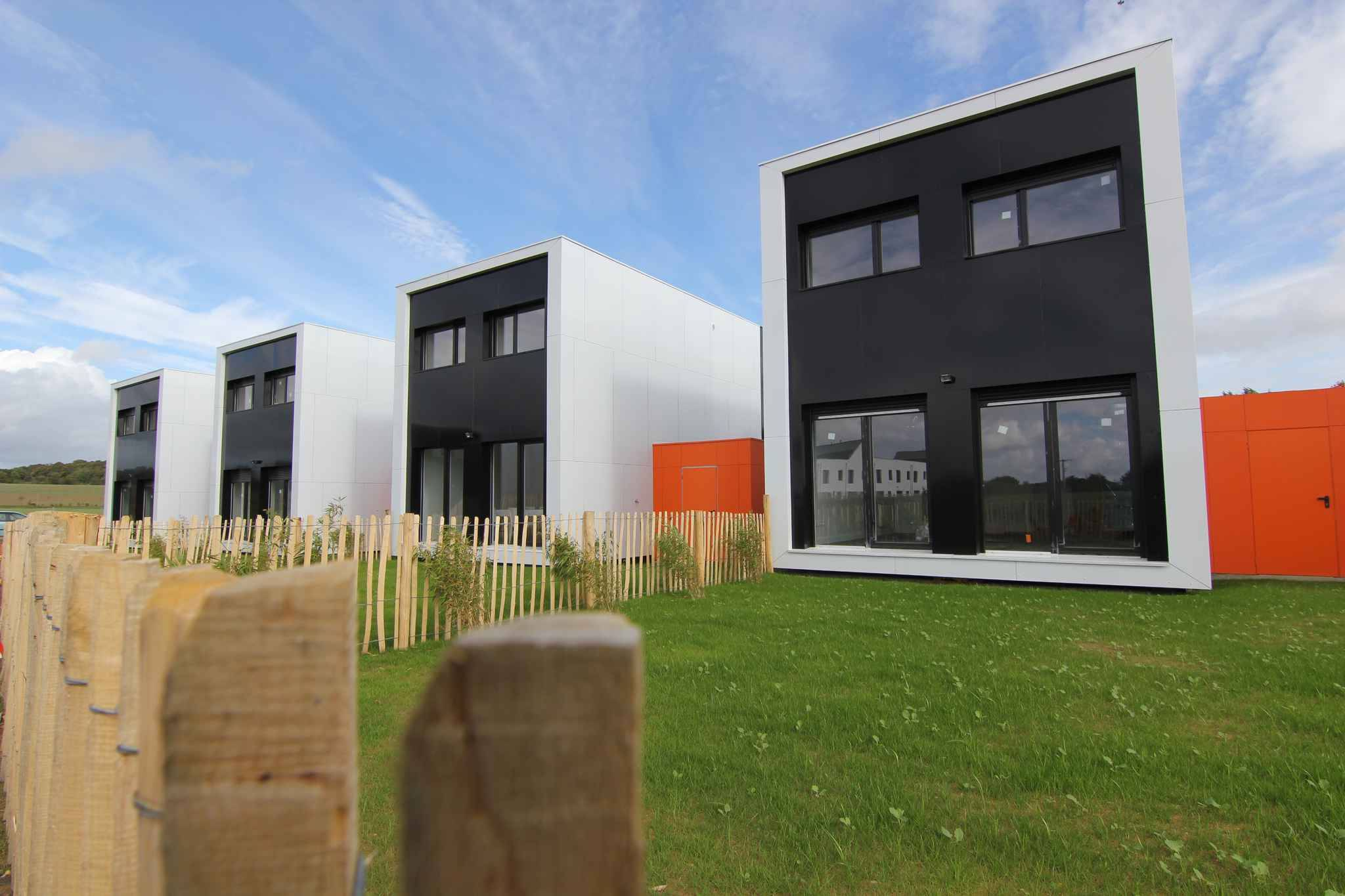 Rennes la maison container b3 ecodesign y croit dur for Maisons containers