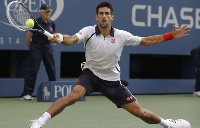 Novak Djokovic sur la défensive en demi-finale de l'US Open, le 8 septembre 2012 à New-York.