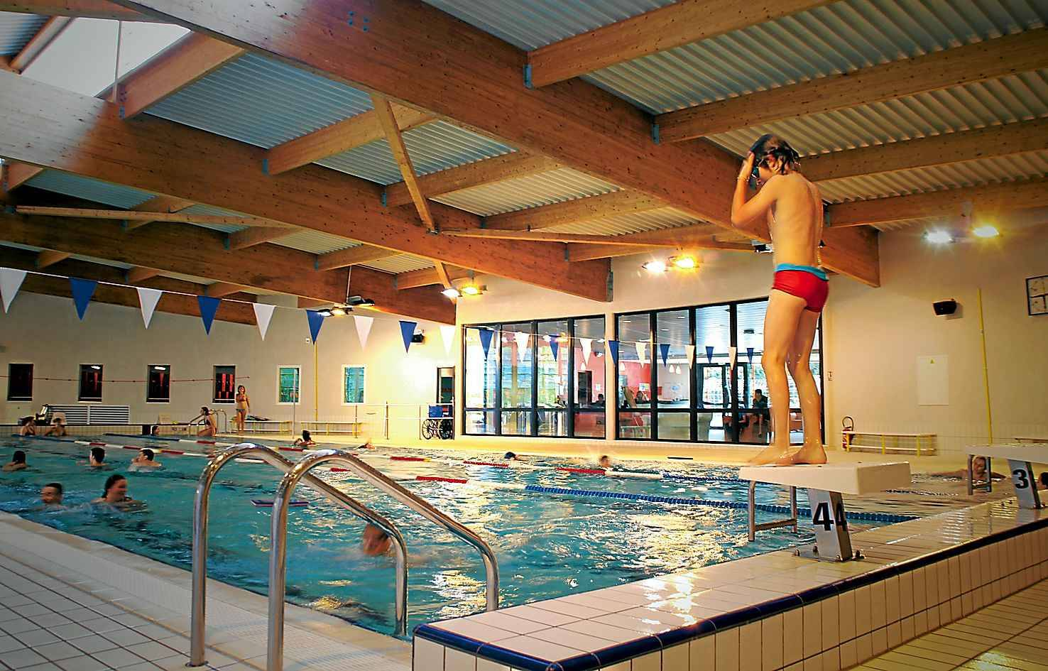 Les piscines d bordent de nageurs for Piscine brequigny