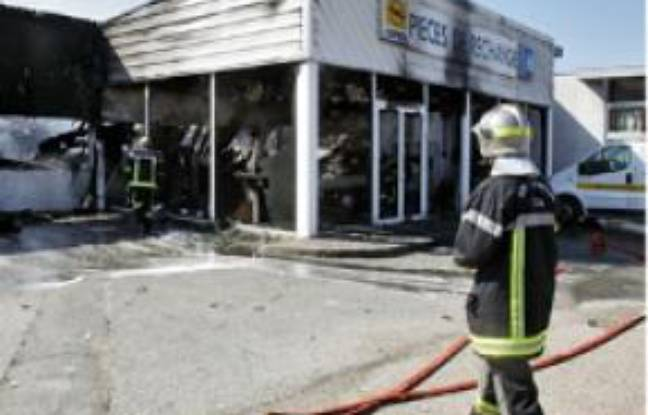 Important incendie au garage pigeon de bruges for Garage automobile bruges