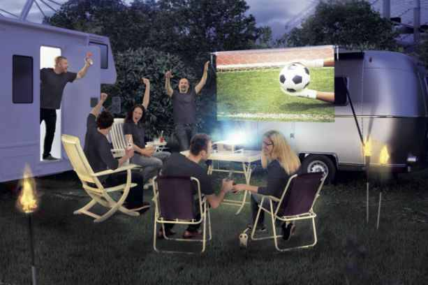 choisir un vid oprojecteur pour des matchs au format xxl. Black Bedroom Furniture Sets. Home Design Ideas