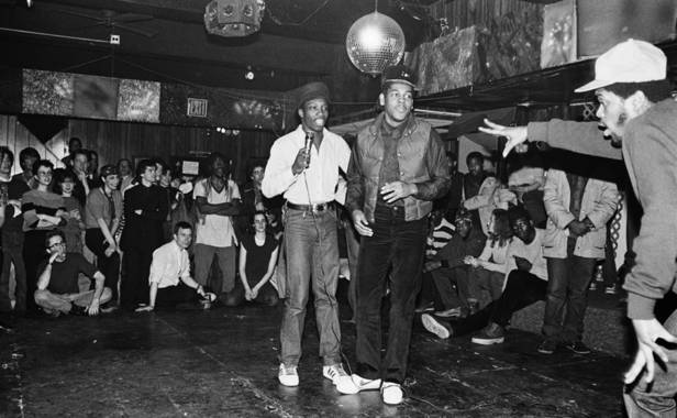 Le groupe de hip-hop The Cold Crush Brothers, au Club Negril, à New York, en 1981.