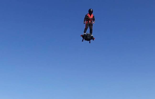 Franky Zapata aux commandes du Flyboard Air