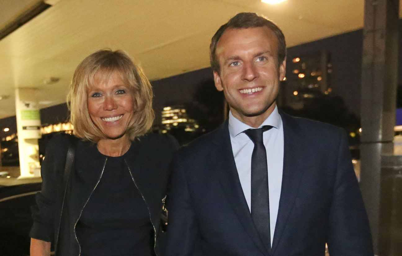 la vid o d emmanuel macron sur sc ne l ge de 15 ans face sa future femme brigitte. Black Bedroom Furniture Sets. Home Design Ideas