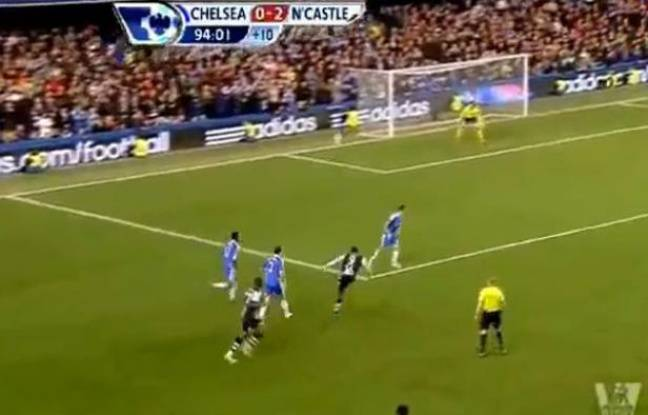 Capture d'écran du but de Papiss Cissé de Newcastle contre Chelsea  le 3 mai 2012.