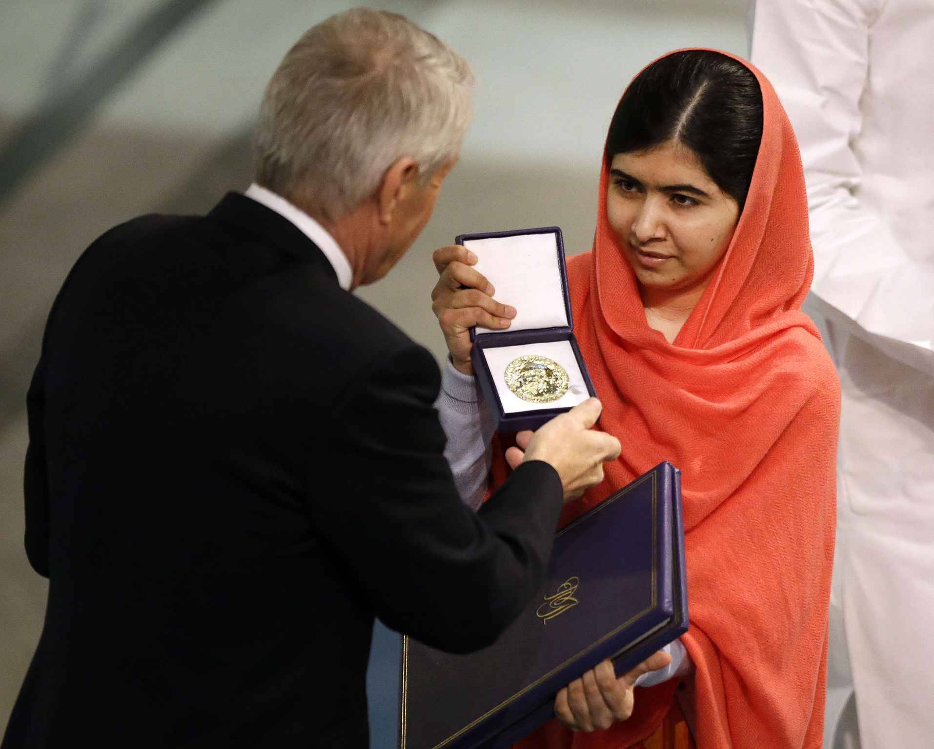 le prix nobel de la paix remis malala et l 39 indien satyarthi. Black Bedroom Furniture Sets. Home Design Ideas