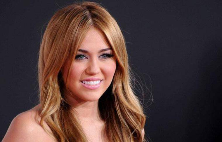 Miley Cyrus, lors des American Music Awards  le 21 novembre 2010 à Los Angeles.