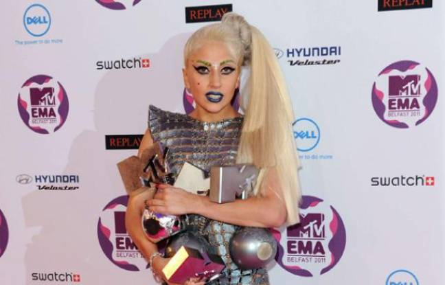 Lady Gaga remporte quatre MTV Europe Music Awards à Belfast le 6 novembre 2011.