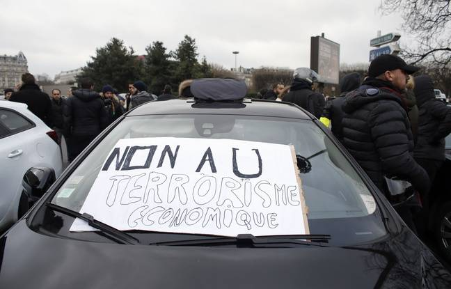 Manifestation des taxis, le 26 janvier 2016 contre la concurrence des VTC.AFP PHOTO / THOMAS SAMSON