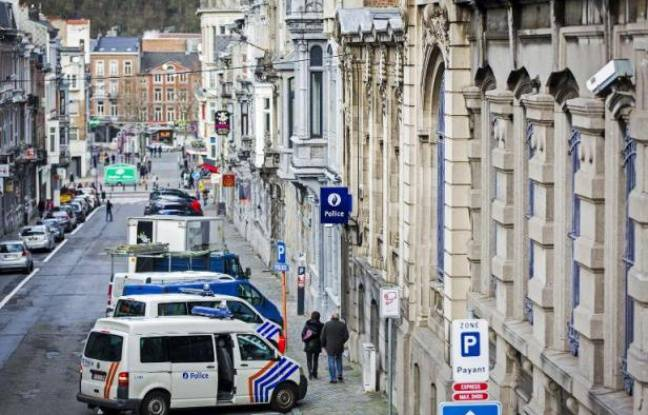 Des voitures de police devant un poste de police belge (Photo illustration).