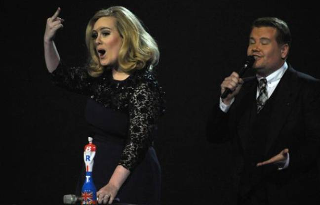 Adele aux Brit Awards 2012.