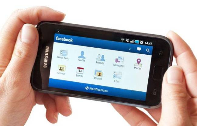 L'application Facebook Mobile sur un smartphone fonctionnant sous Android.