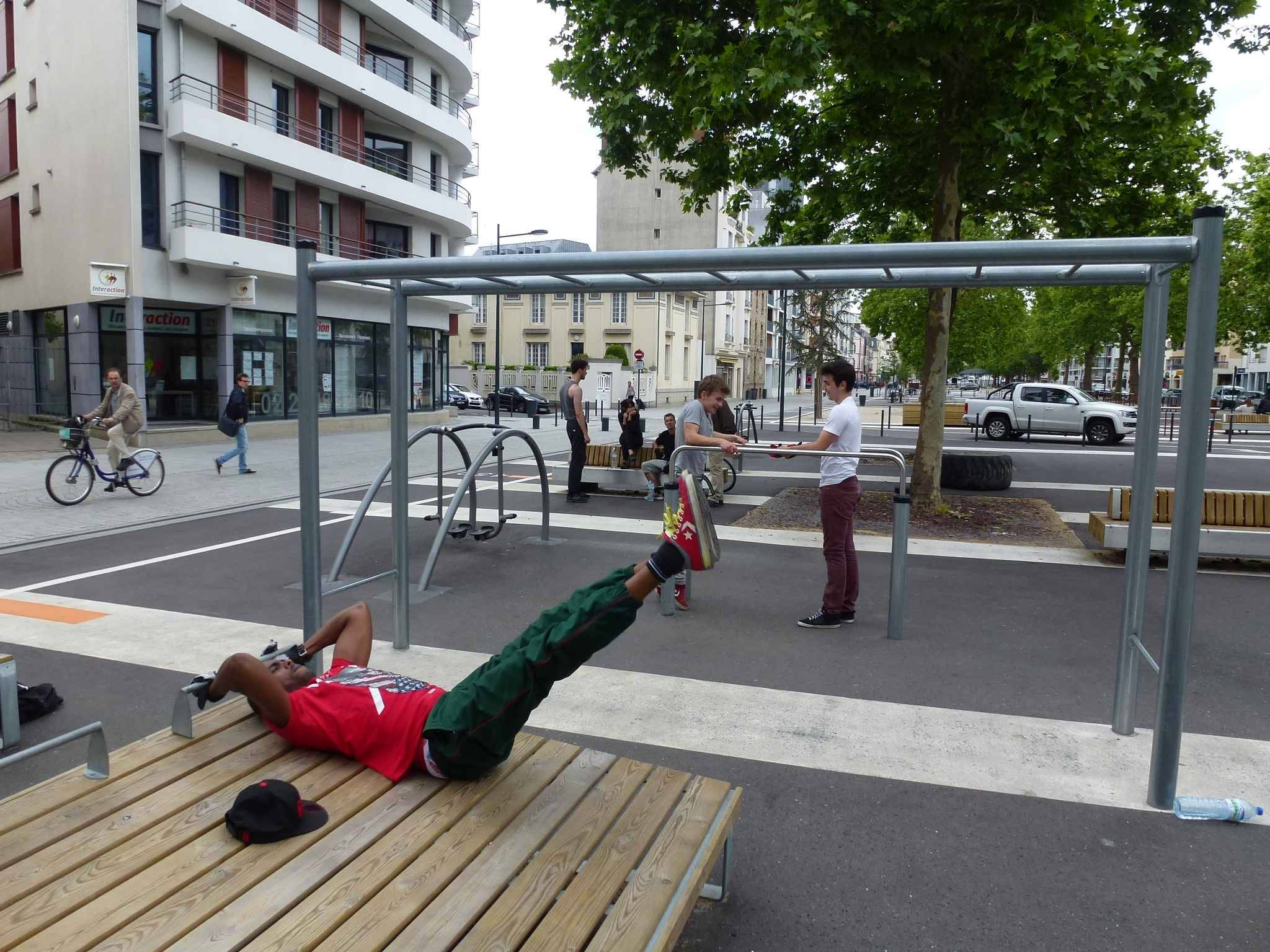 nantes bient t un quipement de street workout sur l 39 le de nantes. Black Bedroom Furniture Sets. Home Design Ideas