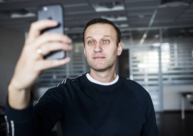 """This handout photograph released by """"This Is Navalny Project"""" on October 22, 2017, shows Russian opposition leader Alexei Navalny shortly after being released in Moscow. Alexei Navalny was released after a 20-day jail term for organising protests against Russian President."""