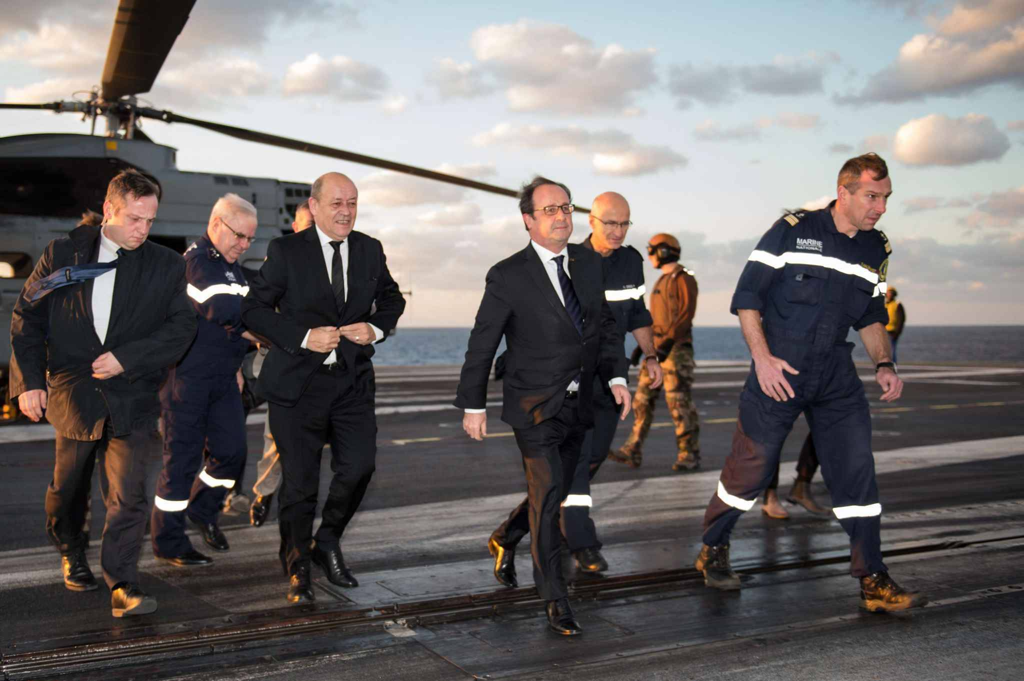 Image result for francois hollande porte avion
