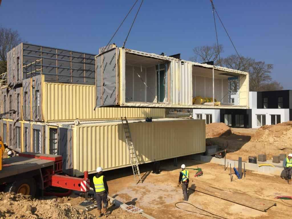Un collectif de maisons containers en chantier pr s de rennes for Maison container rennes
