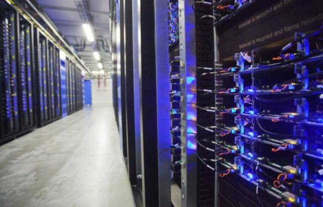 Des racks de serveurs d'un «data center»