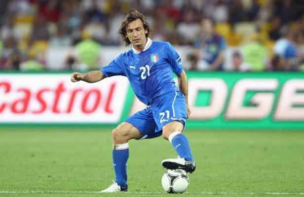 euro 2012 pirlo l 39 homme qui jouait en costume. Black Bedroom Furniture Sets. Home Design Ideas