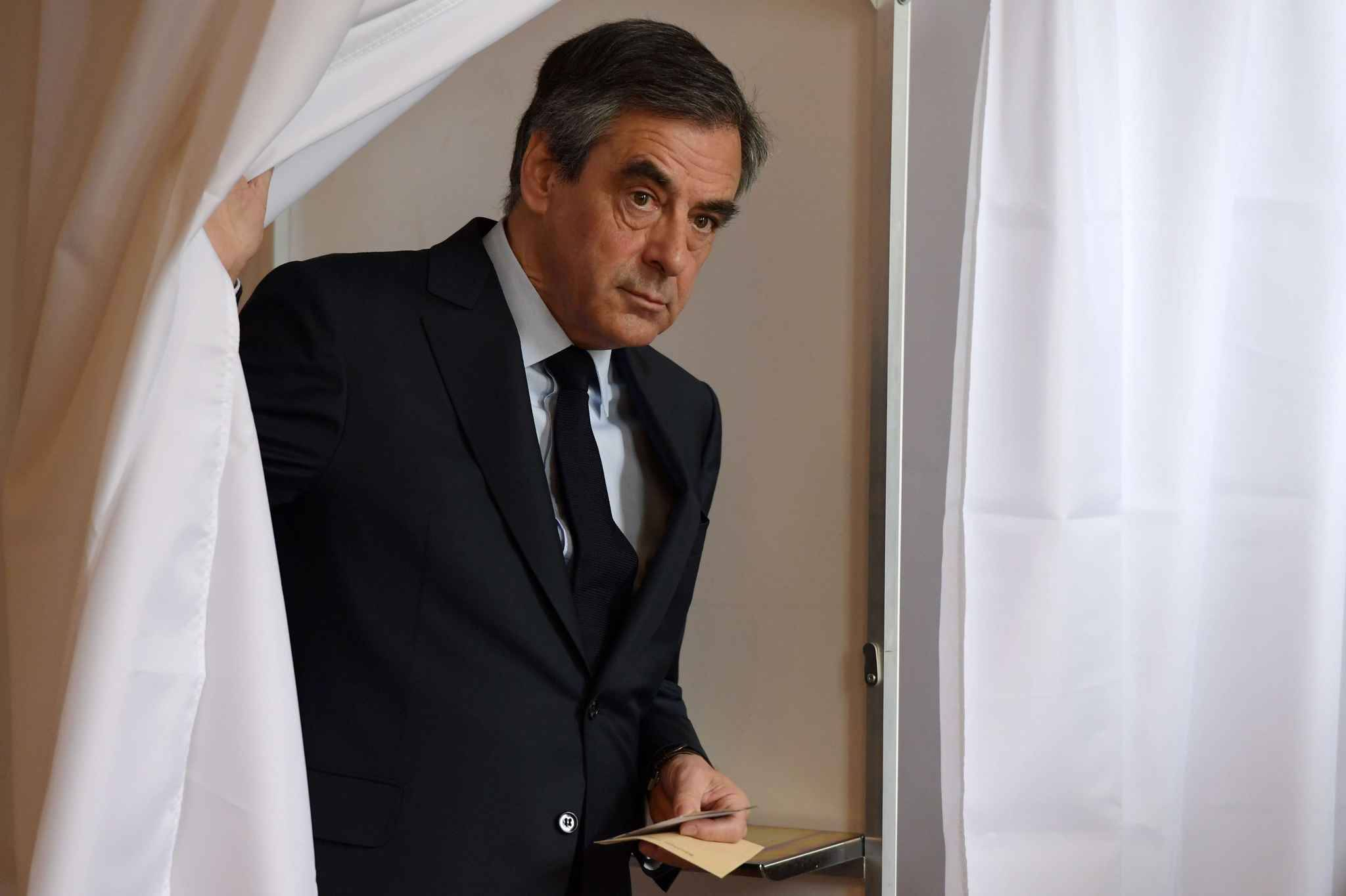 soup ons d 39 emplois fictifs fran ois fillon de retour. Black Bedroom Furniture Sets. Home Design Ideas