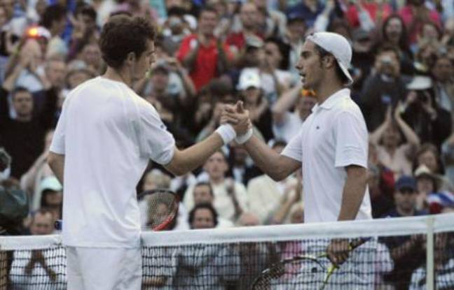 Britain's Andy Murray (L) shakes hands with Richard Gasquet of France (R) after winning their match Gasquet at the Wimbledon tennis championships in London June 30, 2008.   REUTERS/Toby Melville   (BRITAIN)