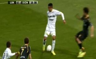 L'attaquant de Zulte-Waregem Théo Bongonda, le 20 avril 2014, contre Lokeren.