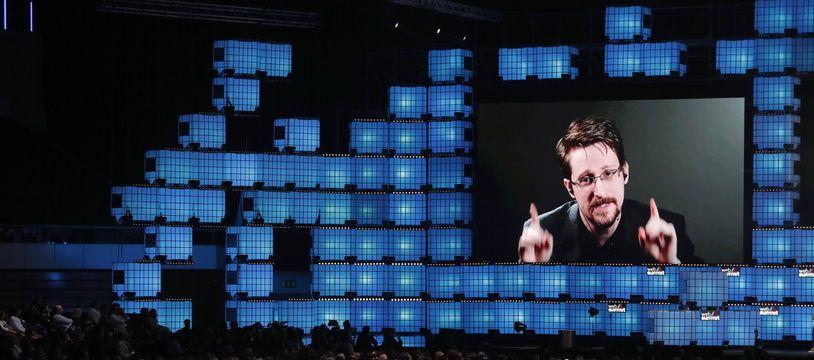 Le lanceur d'alerte Edward Snowden en visioconférence au Web Summit le 4 novembre 2019.