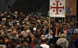 Des pèlerins catholiques irakiens pendant la messe au sanctuaire de Lourdes, le 15 août 2015