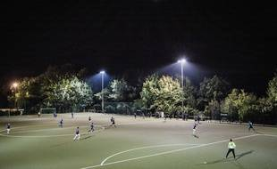 Un match de football amateur.