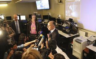 Bernard Cazeneuve face aux journalistes le 10 juin 2016 à Paris.