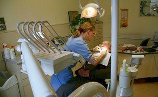 Un patient chez le dentiste en 2010.