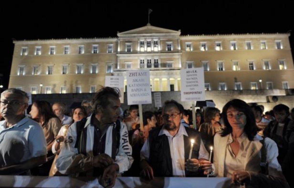 Maires et employés municipaux, instituteurs et médecins: plus de 2,000 Grecs ont manifesté mercredi à Athènes pour protester contre les nouvelles économies prévues dans leurs secteurs par un plan négocié avec l'UE et le FMI. – Louisa Gouliamaki afp.com