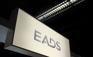 Le groupe EADS a annoncé mardi qu'il serait obligé de licencier s'il ne parvenait à négocier des gains de productivité avec les syndicats européens au terme d'une restructuration de ses activités défense et espace.