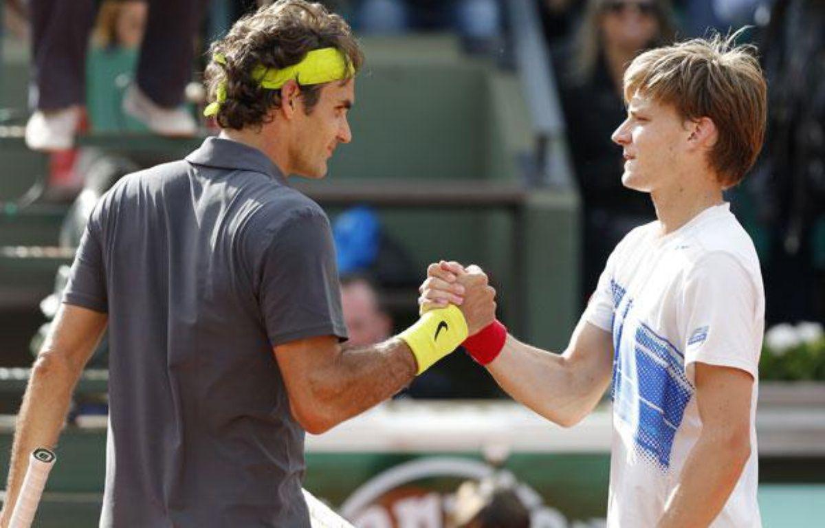 Roger Federer et David Goffin, le 3 juin 2012, sur le court Suzanne-Lenglen, à Roland-Garros. – REUTERS/Gonzalo Fuentes