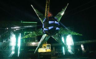 L'immense étoile accrochée pour le projet artistique Artefact, en plein milieu de la zone désertée de Tchernobyl, jeudi 22 novembre 2018.