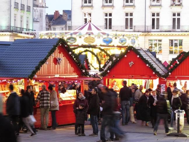 Le marché de Noël de Nantes se tient places Royale et du Commerce.
