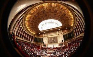 """Un nouveau délit dans le code pénal: les députés ont voté lundi soir une proposition de loi UMP qui sanctionne la violation du """"secret des affaires"""" d'une peine de trois ans de prison et de 375.000 euros d'amende afin de combattre l'espionnage économique."""
