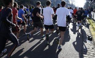 Des concurrents du marathon de Paris, le 2 mars 2014.