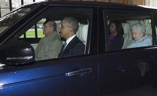Le prince Philip conduit Barack et Michelle Obama et son épouse la reine Elizabeth, au château de Windsor le 22 avril 2016.