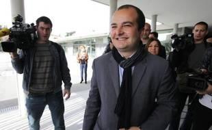 David Rachline (FN) quitte son bureau de vote à Fréjus, le 30 mars 2014