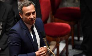 Ce projet de loi est porté par le secrétaire d'Etat Adrien Taquet et doit être examiné  à l'Assemblée nationale début juillet 2021.