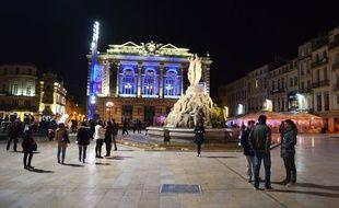 La place de la Comédie, la nuit, à Montpellier (illustration).