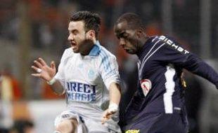 Le Marseillais Mathieu Valbuena face à au Bordelais Souleymane Diawara, le 8 février 2009.