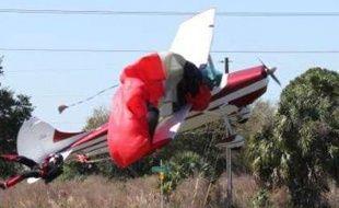Collision entre un avion et un parachute.