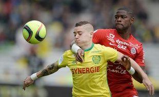 Le Nantais Adryan face au Montpelliérain William Rémy. AFP / JEAN-SEBASTIEN EVRARD