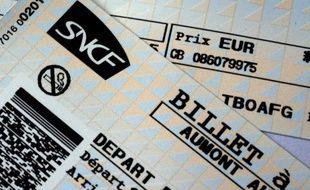 """La Cour des comptes a épinglé au nom de l'égalité d'accès au service public ferroviaire les avantages tarifaires accordés par la SNCF aux proches de ses salariés, tout en reconnaissant que la """"sensibilité sociale du sujet"""" freine toute tentative de modernisation."""